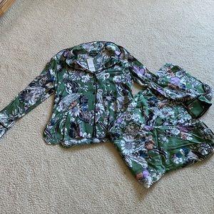 Bebe silky top and pant set